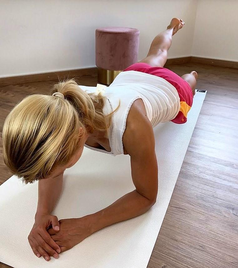 Top Übungen für einen schönen, straffen Bauch - Übung 5 Russian Twist - Übung 4 Seitstütz 2