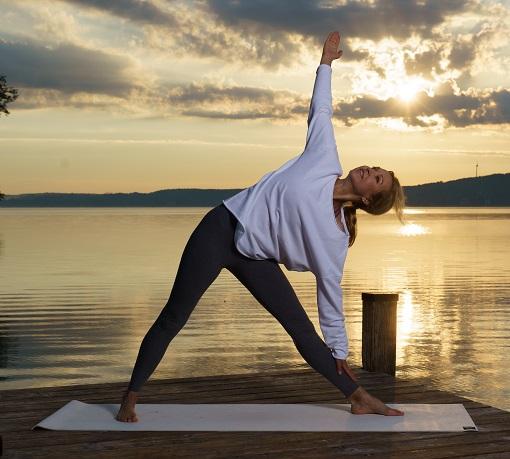 Yoga für die Frau Ü40 - Dreieck