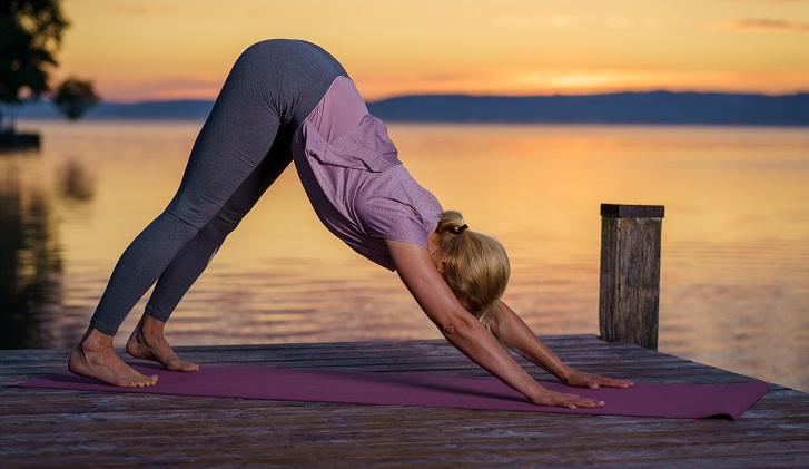 Yoga für die Frau Ü40 - Herabschauender Hund
